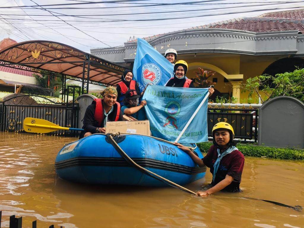 Bakti Sosial Evakuasi Korban Bencana Banjir Jabodetabek - Karawang