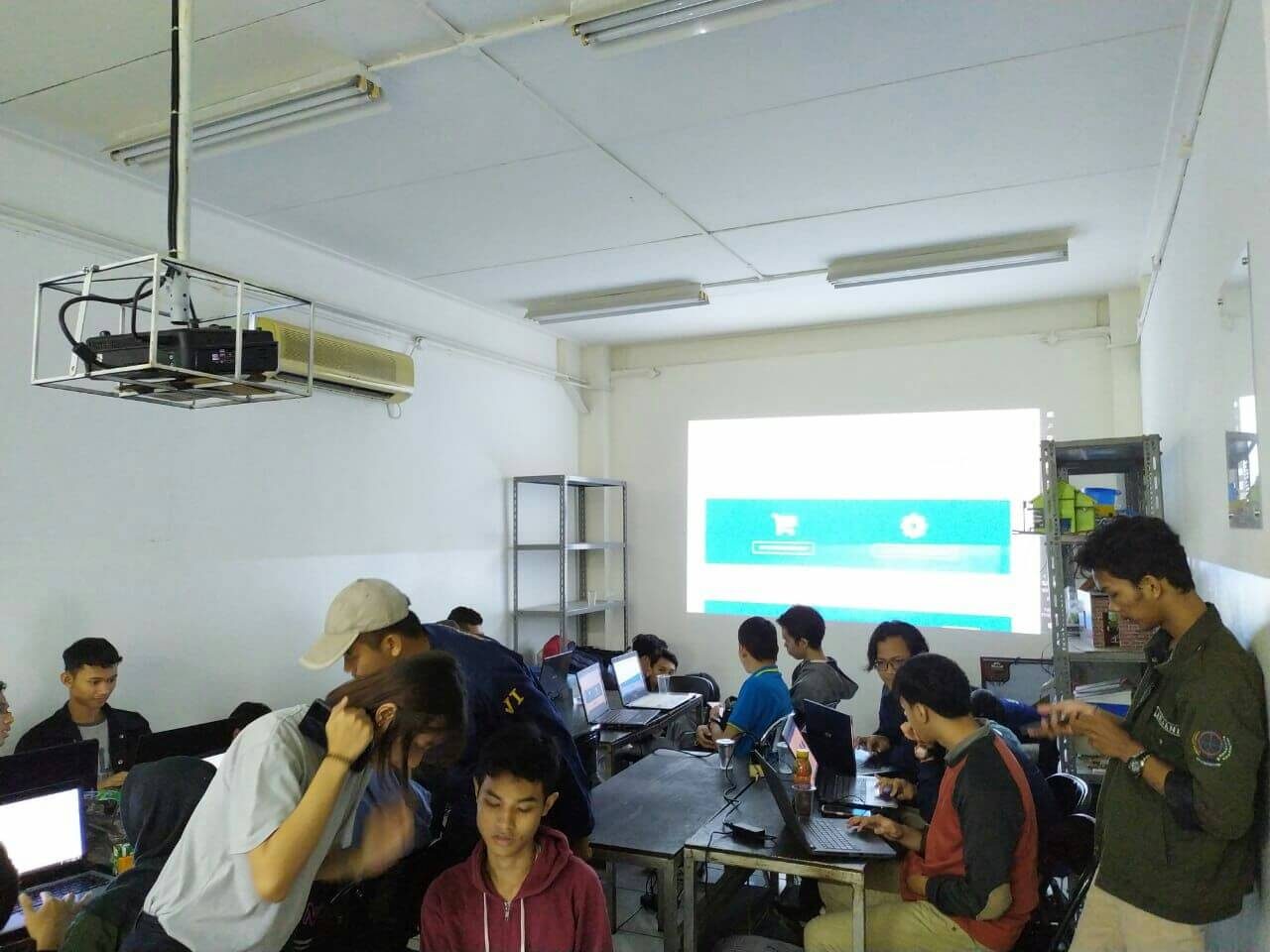 IT Class Membuat Website E-Commerce Berbasis Openchart UBSI Margonda